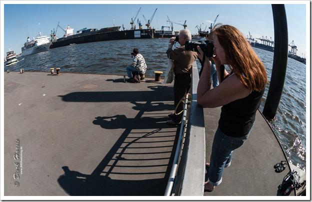 Alle fotografieren beim Geburtstag von Hamburgs Hafen
