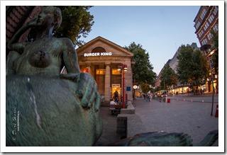 Mönckebergbrunnen - damals noch mit US Fast Food.