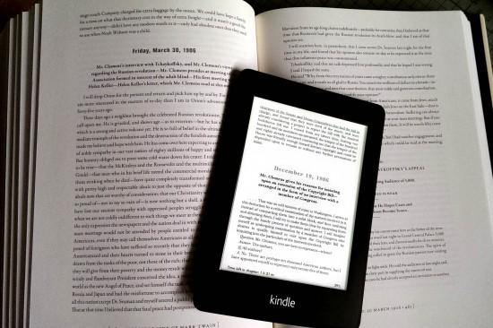 Mark Twains Authoritative Autobiography - Band 1 als Hardcover, Band 2 auf dem Kindle Paperwhite