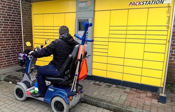 Für gehbehinderte Menschen schwer zugängliche Packstation