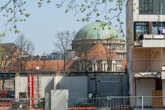 Von Planten un Blomen aus: Uni Hamburg Hauptgebäude