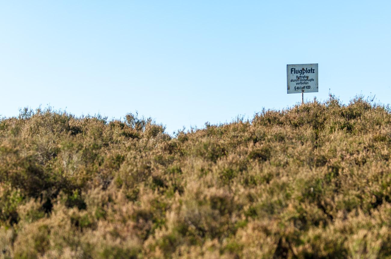 Warnung vor dem Segelflugplatz