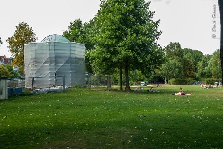 Der Monopteros im Hayns Park in Hamburg-Eppendorf ist weggesperrt und abgedeckt.
