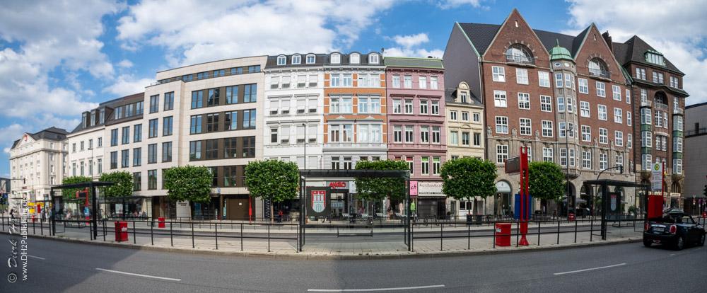 Häuserzeile am Stephansplatz - ein Schnellgang durch Hamburgs Architekturgeschichte. Das kleine, gelbe Haus ist von 1704.